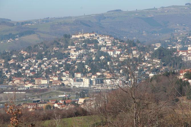 Site de Saint-Priest-en-Jarez et vue sur les Monts du Lyonnais © H. Jacquemin