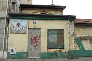 Ancienne salle de jeu de sarbacane : le Jeu de l'Aigle, 27 rue Soleysel - mai 2015 © H. Jacquemin
