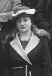 Marcelle Schrameck, extrait de la photo de promotion 1919 © Alumni Mines Saint-Étienne