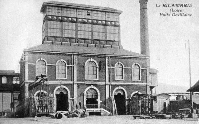 Le puits Devillaine, très moderne, a connu son premier fonçage en 1867. Son exploitation a cessé en 1964. © Association des amis du musée de la mine Saint-Étienne