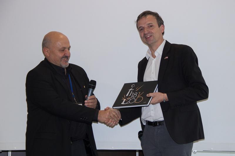 Prix au président du jury, le député François Michel Lambert.
